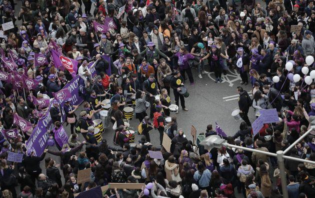 Miles de personas, el pasado año, en la protesta del 8-M en la Plaza de Cibeles de