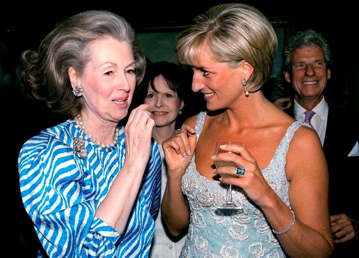 Lady Di en junio de 1997 en una subasta de Christie's.