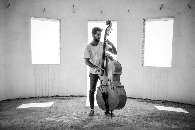 Half Note Jazz Club: Ο μπασίστας Πέτρος Κλαμπάνης με το νέο τρίο του online