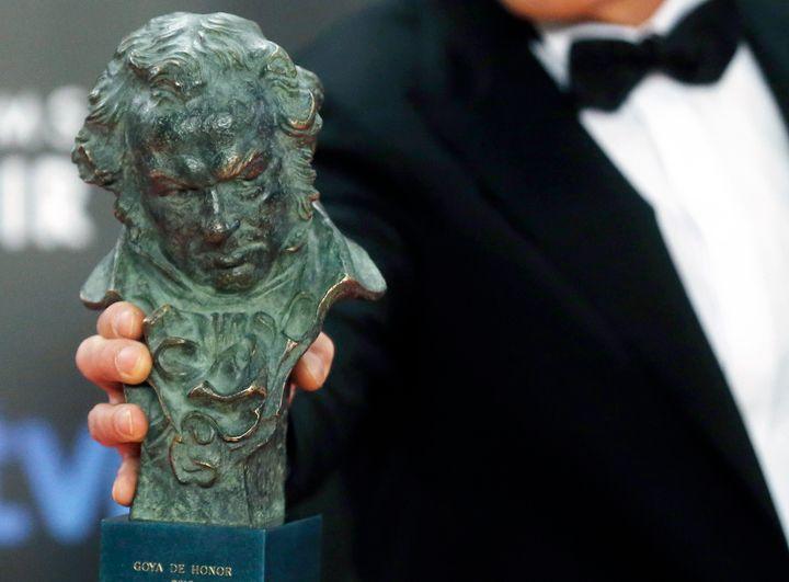 Antonio Banderas sujeta un Goya en la edición de los premios de 2015.