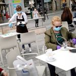 La Comunidad de Madrid sale del riesgo extremo de coronavirus pero mantiene las