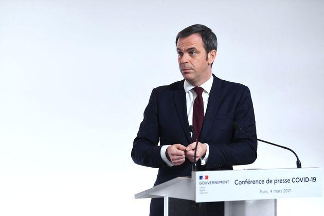 Olivier Véran, ici photographié durant le point presse gouvernemental du jeudi 4 mars sur l'épidémie...