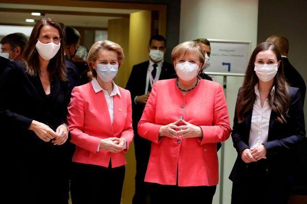(De gauche à droite) Lapremière ministre belge Sophie Wilmes, la présidente...