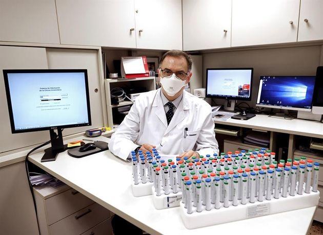 El doctor Fernández, junto a decenas de fragancias del