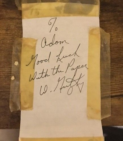 The writer displayed this note from Walter Gretzky in his workspace.