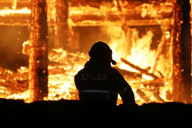 정읍 내장사 대웅전에 불을 지른 사람은 다름 아닌 승려다