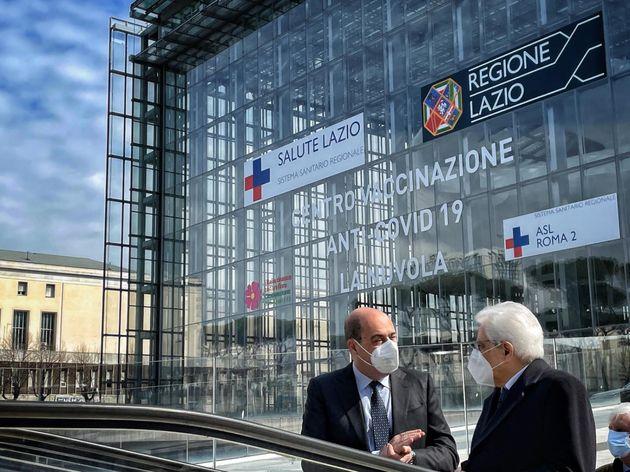 Mattarella visita nuovo centro vaccinale all'Eur