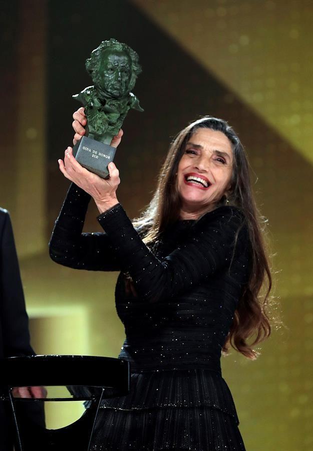 Ángela Molina recibe su Goya de honor.