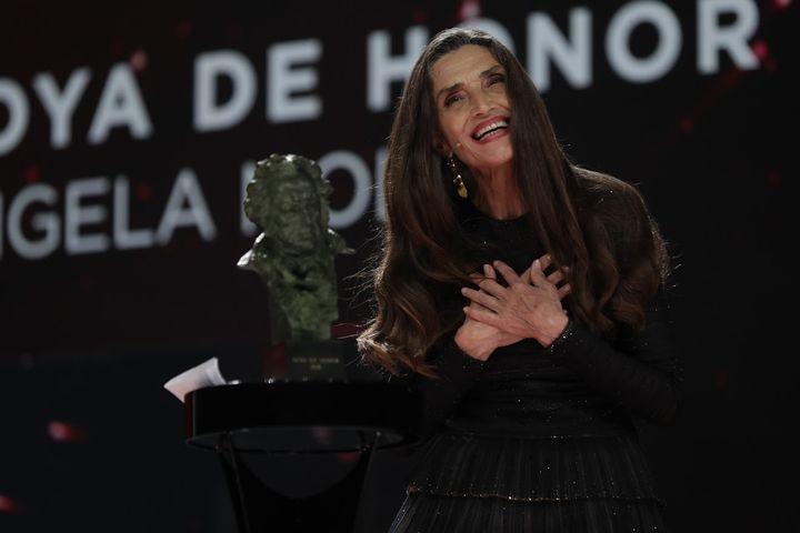 Ángela Molina recoge su Goya de Honor.