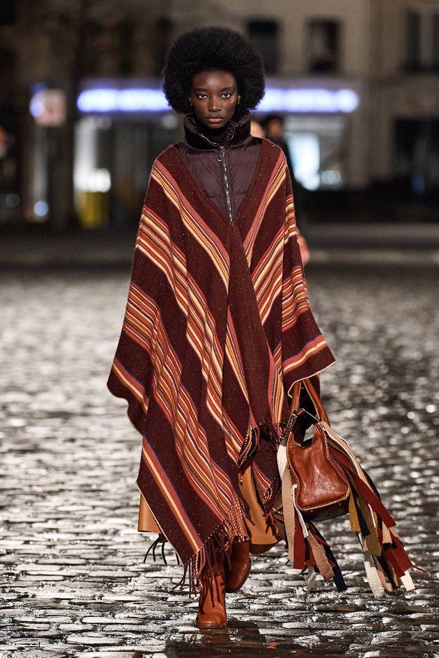 """La """"moda etica"""" di Chloé nella notte di Parigi.  La geometria di Courrèges"""