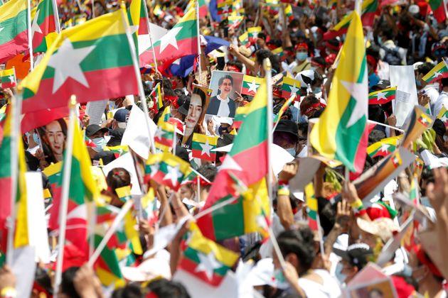 Μιανμάρ: Νεκρό υπό κράτηση μέλος του ανατραπέντος κυβερνώντος κόμματος, κλιμάκωση της
