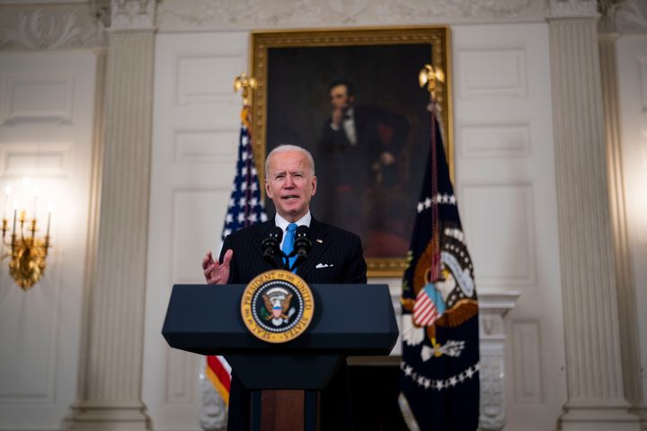 """President <a href=""""https://www.huffpost.com/news/topic/joe-biden"""" target=""""_blank"""" rel=""""noopener noreferrer"""">Joe Biden</a> will sign an executive order Monday to evaluate the current policy guidelines for <a href=""""https://www.huffpost.com/topic/title-ix"""">Title IX</a>, the federal civil rights law that upholds gender equity in education.&nbsp;"""