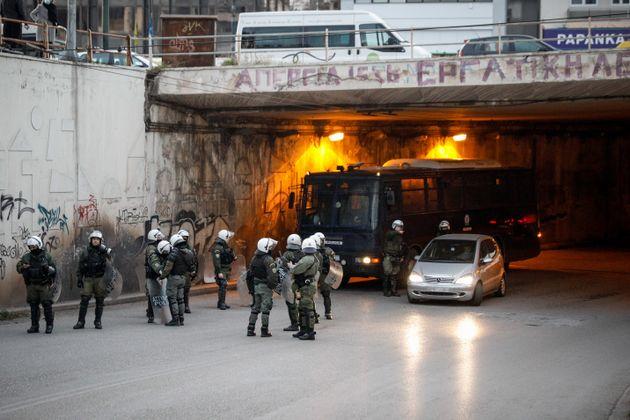 Συγκέντρωση και πορεία διαμαρτυρίας στην Πλατεία της Ν.Σμύρνης κατοίκων της περιοχής, για την βίαιη επέμβαση...