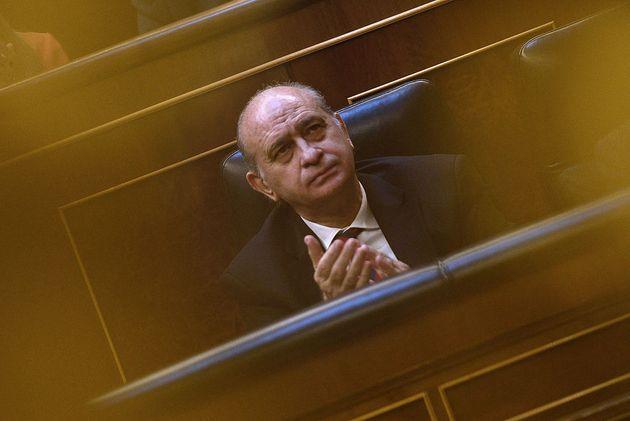 Jorge Fernández Díaz, sentado en su escaño, durante el debate sobre el estado de la nación de