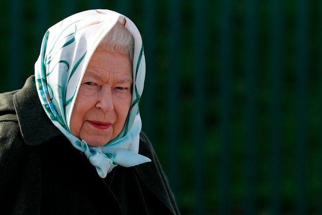 Isabel II, en una visita a una depuradora de agua en Norfolk, el 5 de febrero de