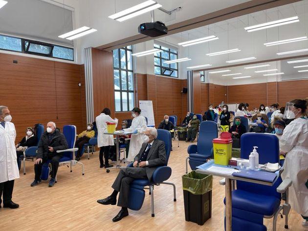 Il presidente della Repubblica Sergio Mattarella partecipa 15 minuti dopo essersi vaccinato all'Ospedale...