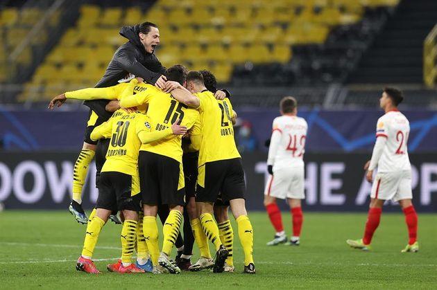 Los jugadores del Dortmund celebran la victoria contra el