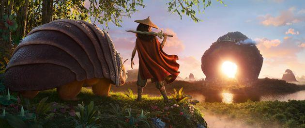 """ディズニー映画最新作『ラーヤと龍の王国』が""""分断された世界""""をいま描く理由"""