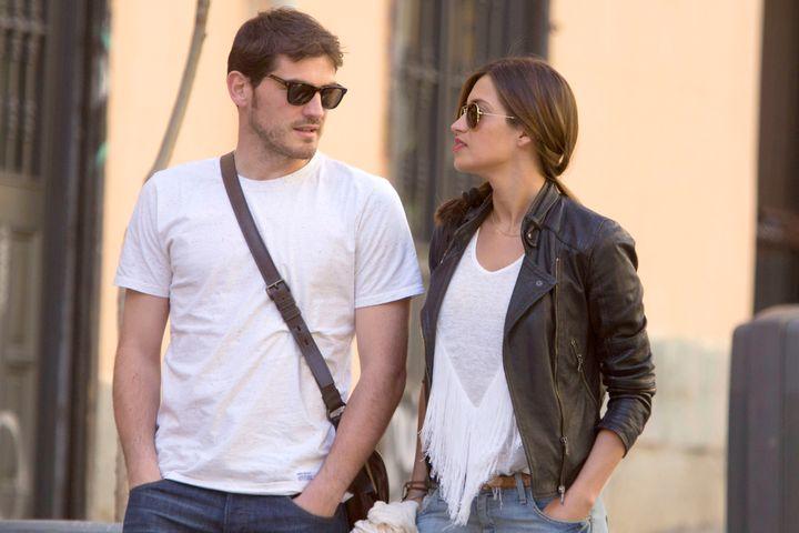 Iker Casillas y Sara Carbonero paseando por Madrid en 2013.