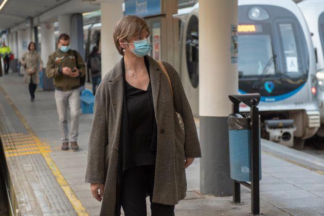 Viajeros en la estación de Easo de San Sebastián, el 14 de abril de
