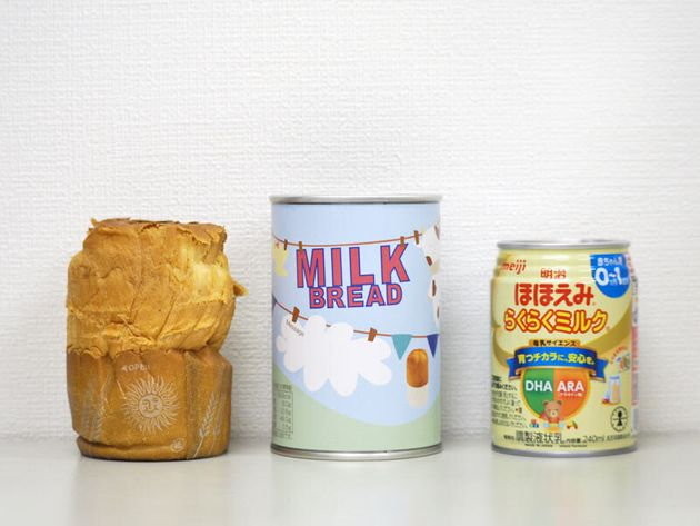 青空製パンの「つなぐパン」(中・左)と明治の「明治ほほえみ