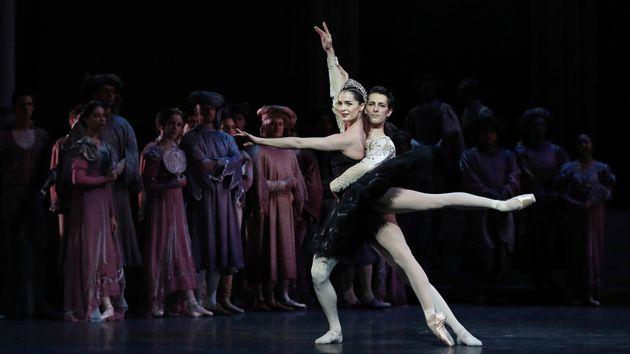 Η «Λίμνη των Κύκνων» σε χορογραφία Νουρέγιεφ από το Μπαλέτο της Όπερας του