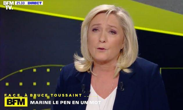 Capture d'écran du plateau de BFM TV, où Marine Le Pen est invitée jeudi 11 mars