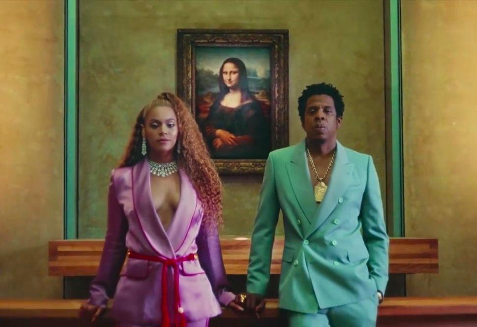 "Beyoncé e Jay-Z in un fotogramma del video di ""Apeshit"""