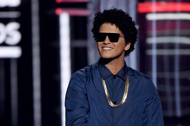 Bruno Mars avait publié un message sur Twitter pour chanter ce dimanche 14