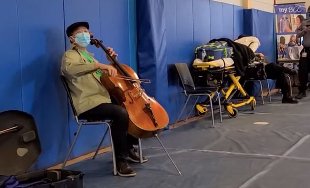 Après son vaccin contre le Covid-19, le violoncelliste Yo-Yo Ma improvise un