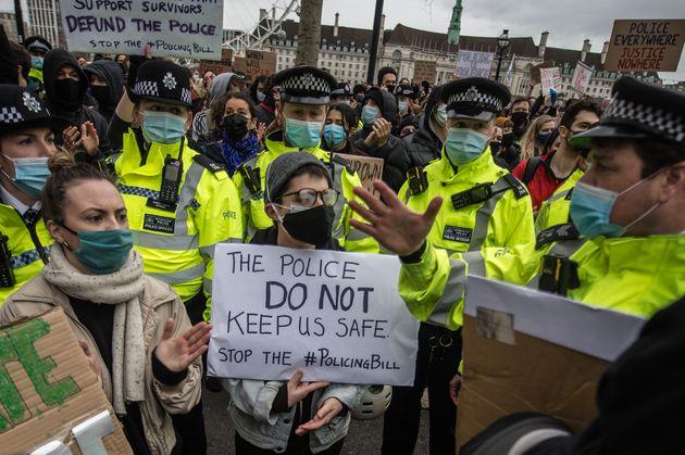 Protestas en Reino Unido por el asesinato deSarah
