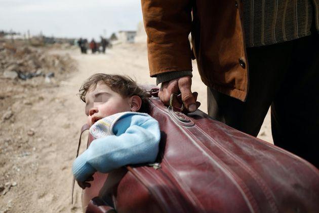 Dopo 10 anni di guerra in Siria il futuro dei bambini è appeso a un