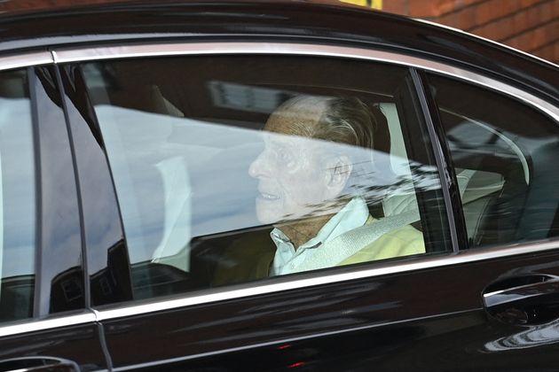 Felipe de Edimburgo, abandonando el hospital este