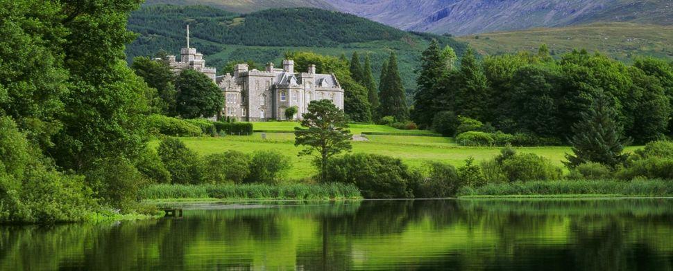 Εξωτερική άποψη του Inverlochy Castle - σαν σε παραμύθι