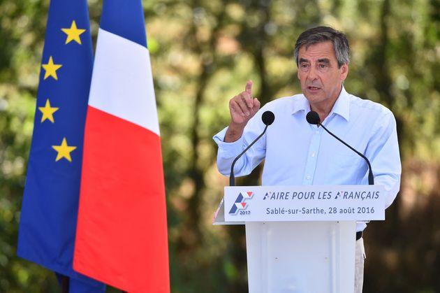 François Fillon, alors candidat à la primaire de la droite, livrant son discours de Sablé-sur-Sarthe...