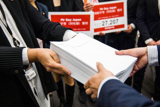 国に同性婚実現を求め、2万7000人以上が署名。「1日でも早く国が変わって欲しい」