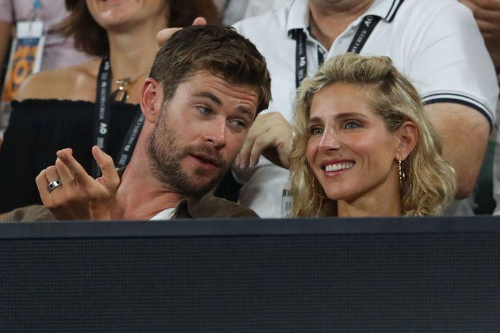 Chris Hemsworth y Elsa Pataky en un partido de tenis.