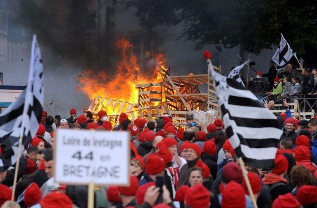 Huit ans après, les bonnets rouges montent au créneau contre une nouvelle taxe poids lourds...