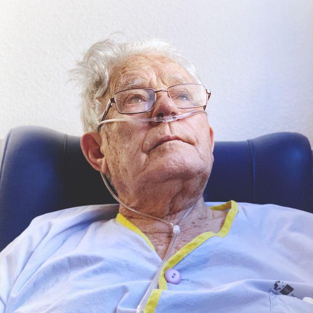 Gregorio, abuelo de Laura Cañadilla, en un ingreso