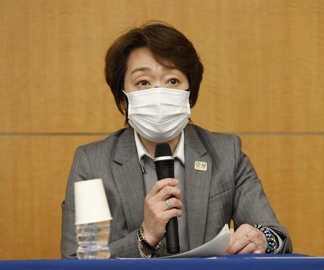 週刊誌報道を受け会見する東京五輪・パラリンピック大会組織委の橋本聖子会長