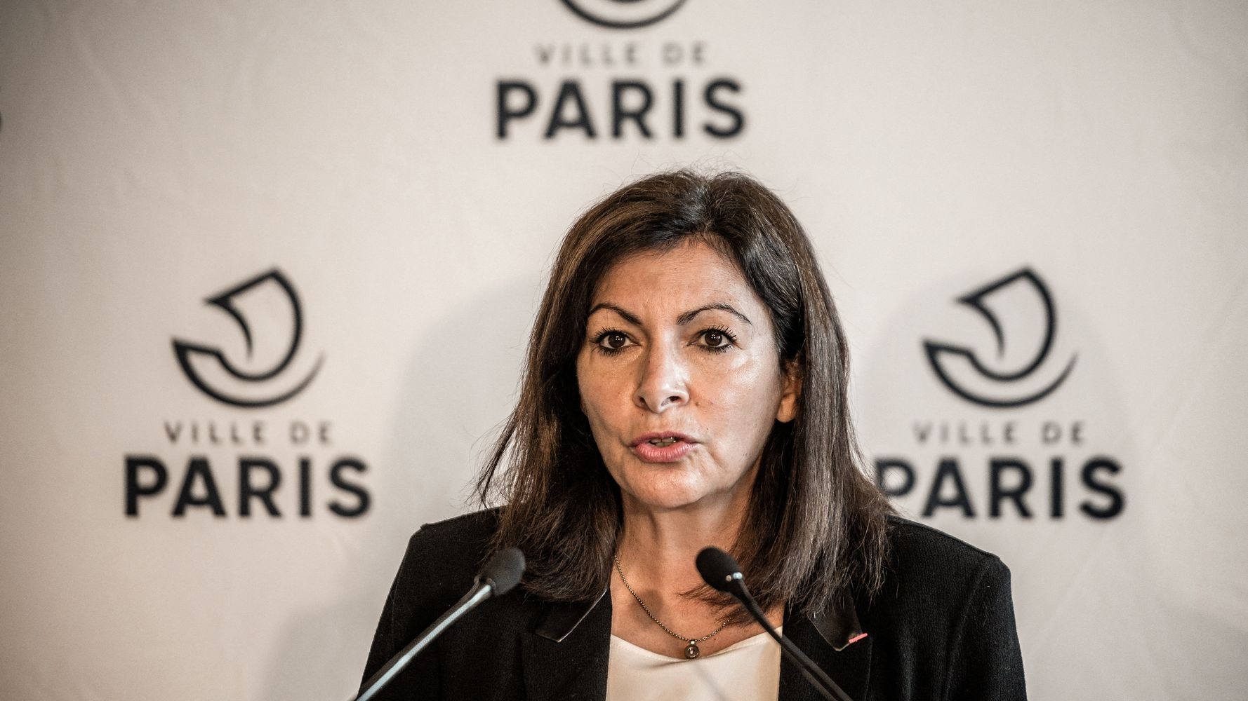 Confinement à Paris: Hidalgo exclut la fermeture des cantines et pose ses conditions