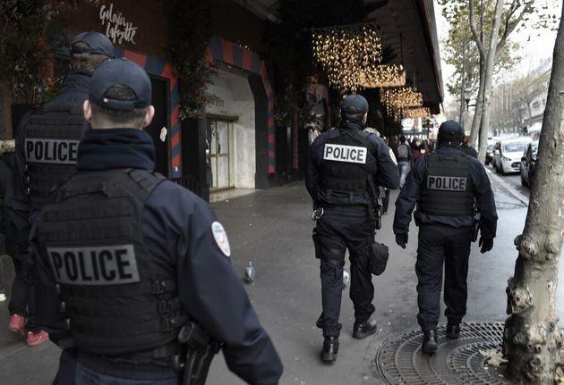 Une patrouille de police à Paris le 30 novembre