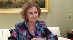 La reina Sofía se llena de amuletos tras su vacunación: sacamos la