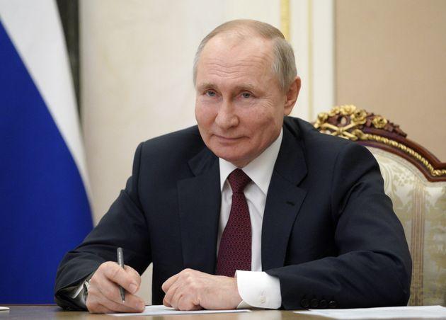 Vladimir Poutine, président de la Russie, s'exprime dans une vidéo le 18 mars