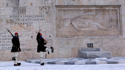 ΥΠΠΟΑ: Εργασίες καθαρισμού στο μνημείο του Άγνωστου Στρατιώτη για την 25η