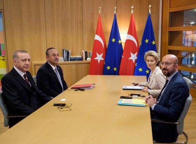 Reuters: Η Ευρώπη «παγώνει» τις κυρώσεις κατά της
