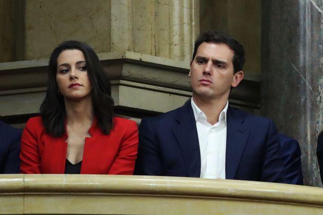 Inés Arrimadas mira de soslayo a Albert