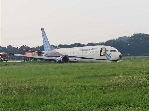 Ινδονησία: Μπόινγκ 737 κάνει ανώμαλη προσγείωση και καταλήγει εκτός