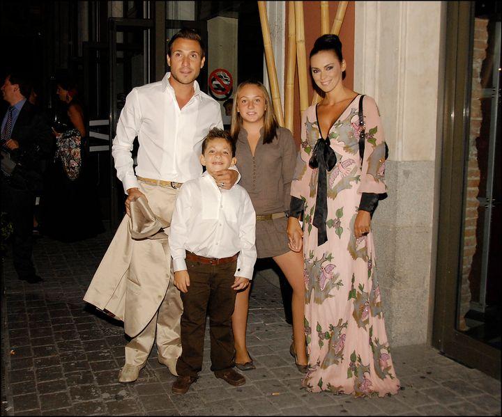 Antonio David con su pareja Olga, y sus hijos Rocío y David, en 2008.