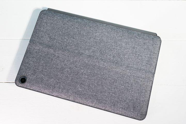 Lenovo「IdeaPad Duet Chromebook」。ファブリックのカバーがおしゃれ